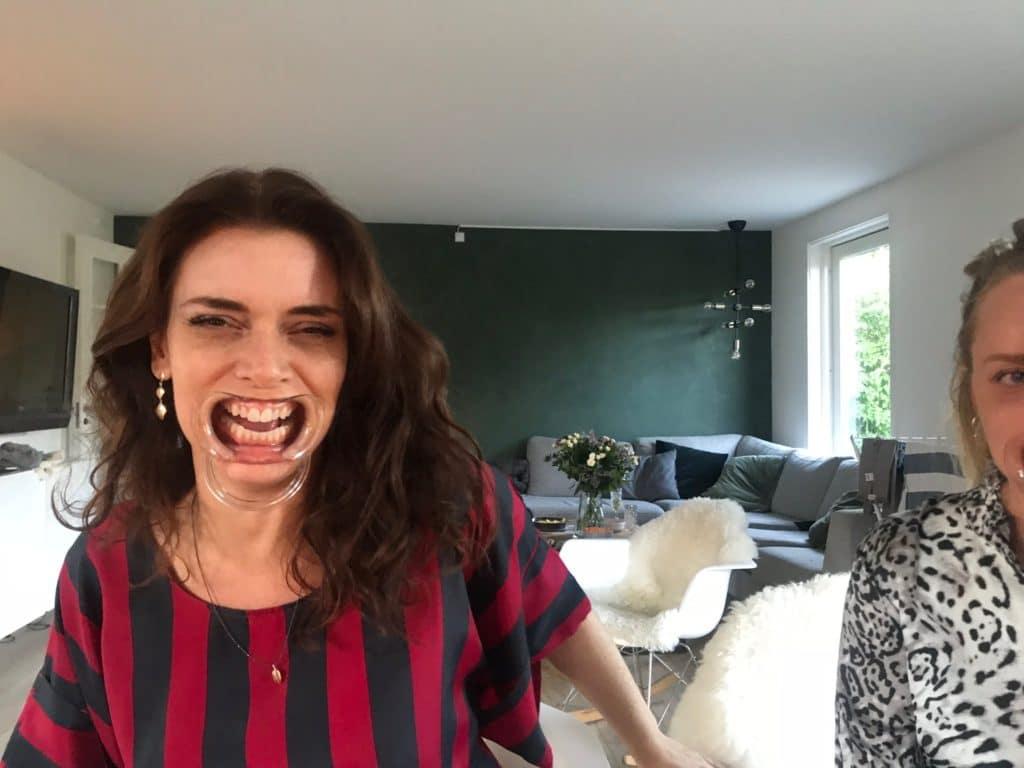 carina med kæmpe mund