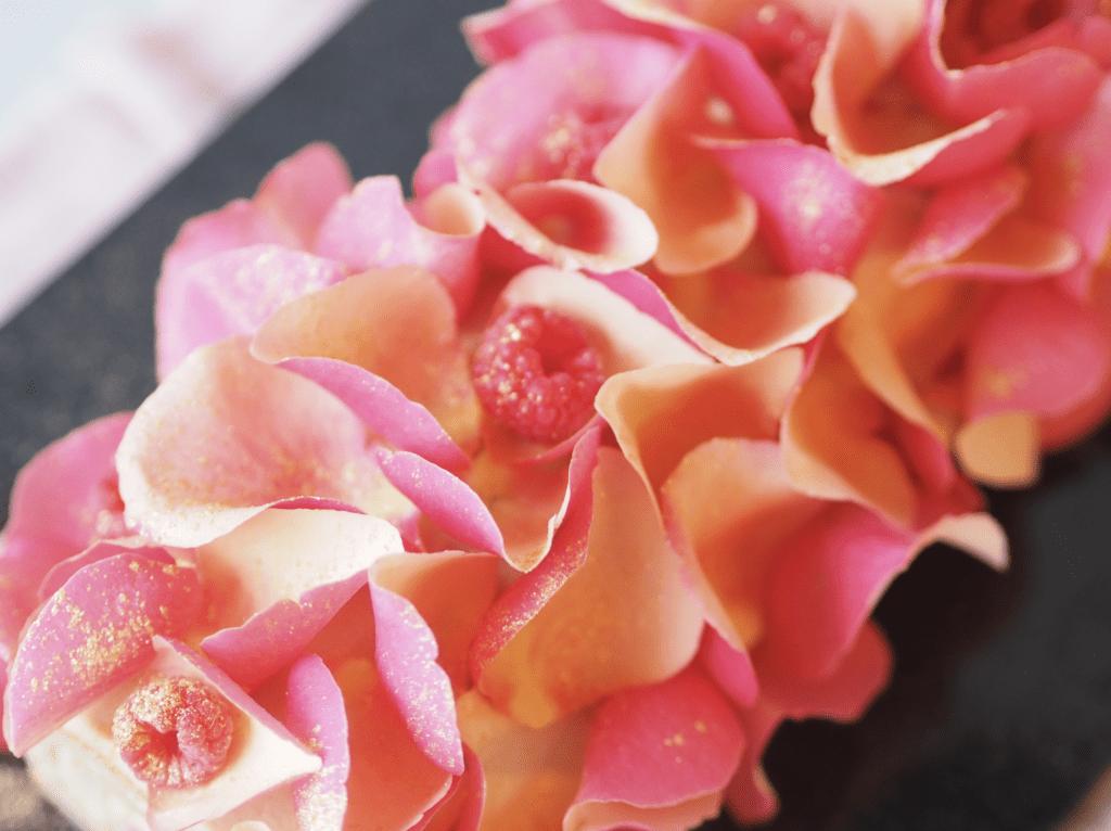 rosenblade på kage